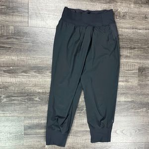 LULULEMON ATHLETICA Black Cropped Harem Pants